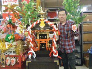 お祭り用品の専門店デコレーションセンター昭和の店長杉浦。通販でお祭り用品をお届けします。